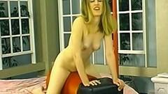 Solo amateur rides a sex machine until she orgasms Thumb