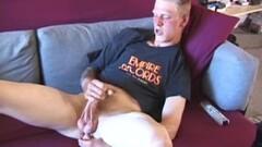 Curvy mature teasing on bed Thumb