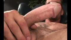 Brunettes Klaudia and Leanna go down on their wet slits Thumb