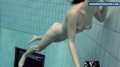 kinky bright tits underwater makes everyone horny Thumb