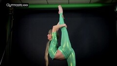 Flexible blonde mermaid Thumb