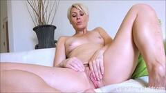 Blonde amateur masturbating Thumb