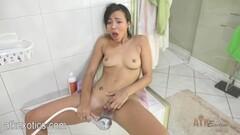 Sexy Suz Masturbating MILF Thumb