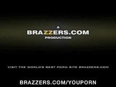 BIG TIT BLONDE TEEN PORNSTAR BOXER BLOWS COACH & F Thumb