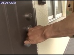 delivery guy catches milf masturbating Thumb