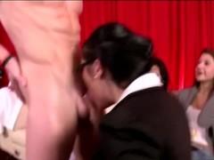 Cock pump bj cfnm slut lends a hand Thumb