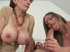 Slut fucked by strapon Thumb