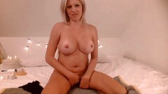 Bombshell MILF Dahlia to have a deep anal in live cam show Thumb